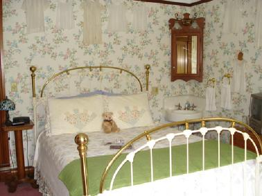 Pauline Room queen size brass bed